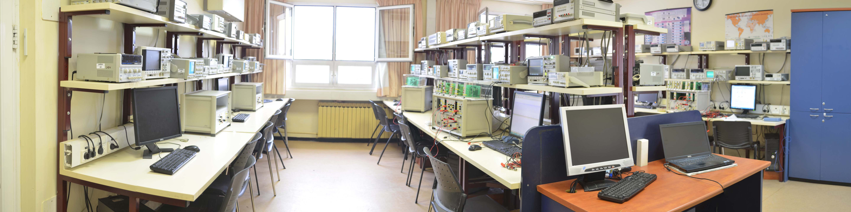צילום פנורמי של המעבדה להנדסת חשמל ואלקטרוניקה
