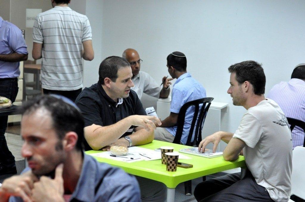 """יוני קולב – מנכ""""ל ומייסד QUICKODE במנטורינג אישי למשתתף באירוע"""
