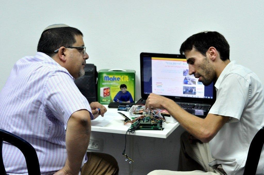 אייזק חסן – מייסד ומנהל pico ירושלים במנטורינג אישי למשתתף באירוע