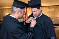 2 בוגרים בקבלת הפנים בטקס הענקת תארים 2014