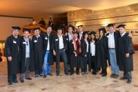 קבוצת בוגרים בקבלת הפנים בטקס הענקת תארים 2014