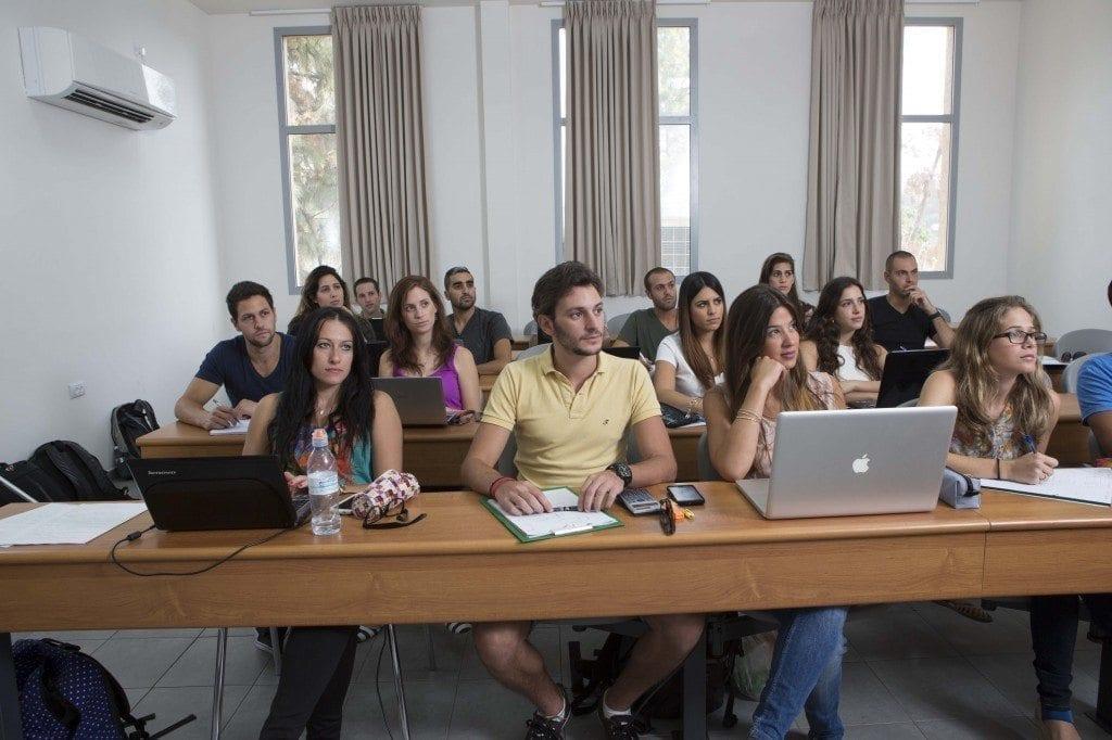 סטודנטים בלמידה